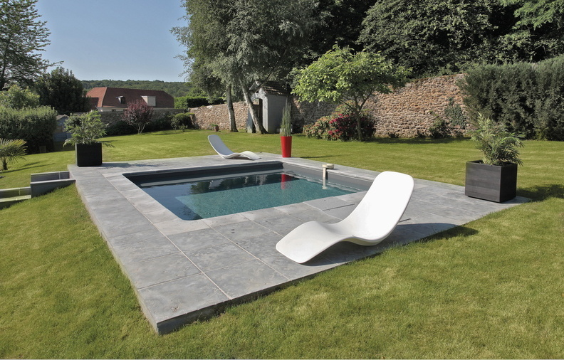 Piscine carr e 4x4m galerie photos desjoyaux for Piscine hors sol composite gris