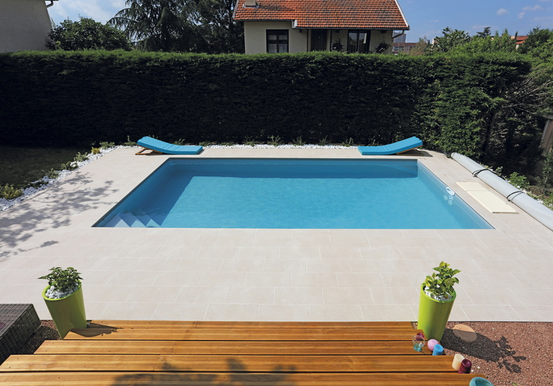 Piscine rectangulaire 7x4m galerie photos desjoyaux for Prix liner arme piscine